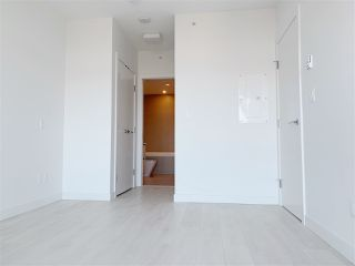 """Photo 4: 4709 4670 ASSEMBLY Way in Burnaby: Metrotown Condo for sale in """"STATION SQUARE 2"""" (Burnaby South)  : MLS®# R2336206"""