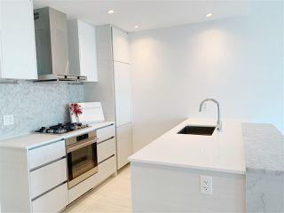 """Photo 1: 4709 4670 ASSEMBLY Way in Burnaby: Metrotown Condo for sale in """"STATION SQUARE 2"""" (Burnaby South)  : MLS®# R2336206"""