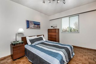 Photo 12: 6924 HYCREST Drive in Burnaby: Montecito House for sale (Burnaby North)  : MLS®# R2344391