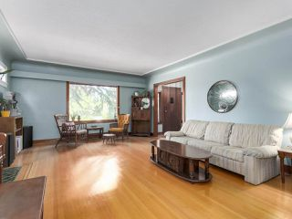 Photo 3: 4276 WALLACE Street in Vancouver: Dunbar House for sale (Vancouver West)  : MLS®# R2348266