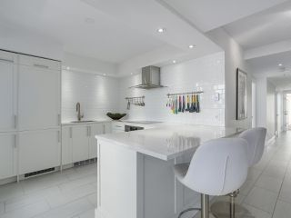 """Photo 8: 601 1970 HARO Street in Vancouver: West End VW Condo for sale in """"LAGOON ROYALE"""" (Vancouver West)  : MLS®# R2315150"""