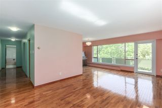"Photo 3: 301 5475 VINE Street in Vancouver: Kerrisdale Condo for sale in ""Vinecrest Manor"" (Vancouver West)  : MLS®# R2373526"