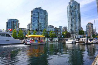 """Photo 10: 42 1088 MARINASIDE Crescent in Vancouver: Yaletown Condo for sale in """"QUAYSIDE MARINA"""" (Vancouver West)  : MLS®# R2376189"""