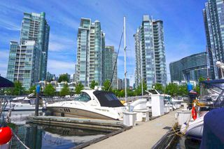 """Photo 8: 42 1088 MARINASIDE Crescent in Vancouver: Yaletown Condo for sale in """"QUAYSIDE MARINA"""" (Vancouver West)  : MLS®# R2376189"""