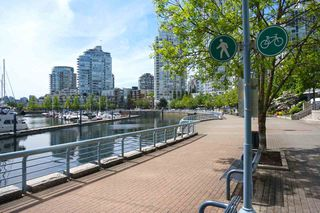 """Photo 13: 42 1088 MARINASIDE Crescent in Vancouver: Yaletown Condo for sale in """"QUAYSIDE MARINA"""" (Vancouver West)  : MLS®# R2376189"""