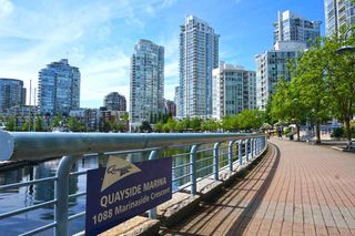 """Photo 14: 42 1088 MARINASIDE Crescent in Vancouver: Yaletown Condo for sale in """"QUAYSIDE MARINA"""" (Vancouver West)  : MLS®# R2376189"""
