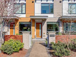 "Photo 2: 419 E 6TH Avenue in Vancouver: Mount Pleasant VE Townhouse for sale in ""6TH & GUELPH"" (Vancouver East)  : MLS®# R2446729"