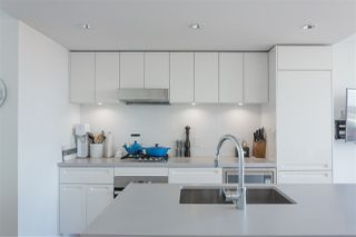 """Photo 5: 1807 188 KEEFER Street in Vancouver: Downtown VE Condo for sale in """"188 Keefer"""" (Vancouver East)  : MLS®# R2453086"""