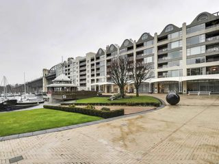 """Photo 1: 302 1008 BEACH Avenue in Vancouver: Yaletown Condo for sale in """"1000 BEACH"""" (Vancouver West)  : MLS®# R2527239"""