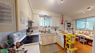 Photo 9: 6031 CULLODEN Street in Vancouver: South Vancouver House for sale (Vancouver East)  : MLS®# R2528087
