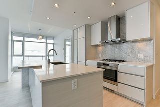 """Photo 2: 4908 4670 ASSEMBLY Way in Burnaby: Metrotown Condo for sale in """"STATION SQUARE 2"""" (Burnaby South)  : MLS®# R2346789"""
