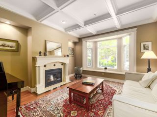 Photo 3: 2286 W 15TH Avenue in Vancouver: Kitsilano House 1/2 Duplex for sale (Vancouver West)  : MLS®# R2472604