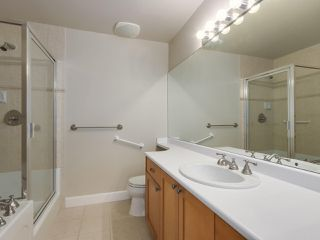 "Photo 16: 301 6198 ASH Street in Vancouver: Oakridge VW Condo for sale in ""THE GROVE"" (Vancouver West)  : MLS®# R2332430"