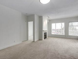 "Photo 3: 301 6198 ASH Street in Vancouver: Oakridge VW Condo for sale in ""THE GROVE"" (Vancouver West)  : MLS®# R2332430"