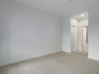 """Photo 13: 301 6198 ASH Street in Vancouver: Oakridge VW Condo for sale in """"THE GROVE"""" (Vancouver West)  : MLS®# R2332430"""