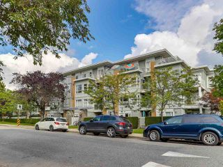 "Photo 2: 301 6198 ASH Street in Vancouver: Oakridge VW Condo for sale in ""THE GROVE"" (Vancouver West)  : MLS®# R2332430"