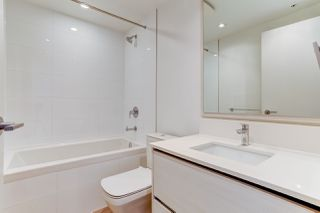 """Photo 10: 5202 4670 ASSEMBLY Way in Burnaby: Metrotown Condo for sale in """"STATION SQUARE"""" (Burnaby South)  : MLS®# R2355560"""