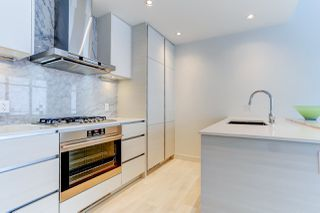 """Photo 3: 5202 4670 ASSEMBLY Way in Burnaby: Metrotown Condo for sale in """"STATION SQUARE"""" (Burnaby South)  : MLS®# R2355560"""