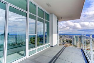 """Photo 15: 5202 4670 ASSEMBLY Way in Burnaby: Metrotown Condo for sale in """"STATION SQUARE"""" (Burnaby South)  : MLS®# R2355560"""