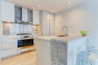 """Photo 4: 5202 4670 ASSEMBLY Way in Burnaby: Metrotown Condo for sale in """"STATION SQUARE"""" (Burnaby South)  : MLS®# R2355560"""
