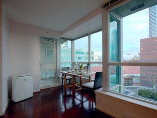 """Photo 4: 723 6028 WILLINGDON Avenue in Burnaby: Metrotown Condo for sale in """"Residence At The Crystal"""" (Burnaby South)  : MLS®# R2421244"""