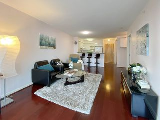 """Photo 3: 723 6028 WILLINGDON Avenue in Burnaby: Metrotown Condo for sale in """"Residence At The Crystal"""" (Burnaby South)  : MLS®# R2421244"""