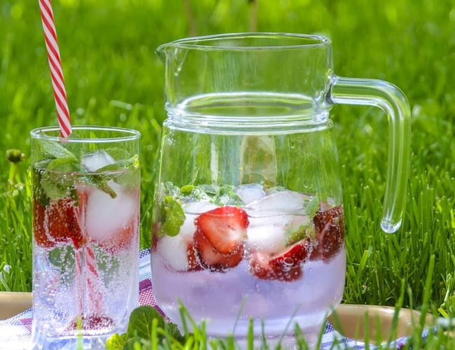 Summer berry punch recipe - feature image