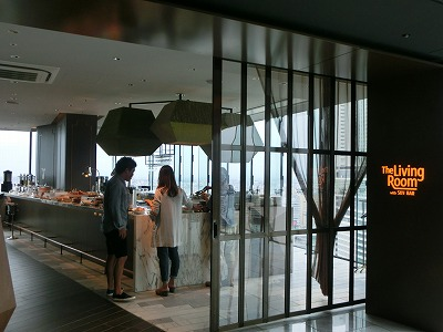 the living room with sky bar picture of interior design 三井ガーデンホテル名古屋プレミア のメインダイニングに潜入 名駅 ある cimg8758