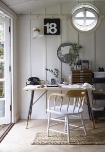 Outhouse_Desk
