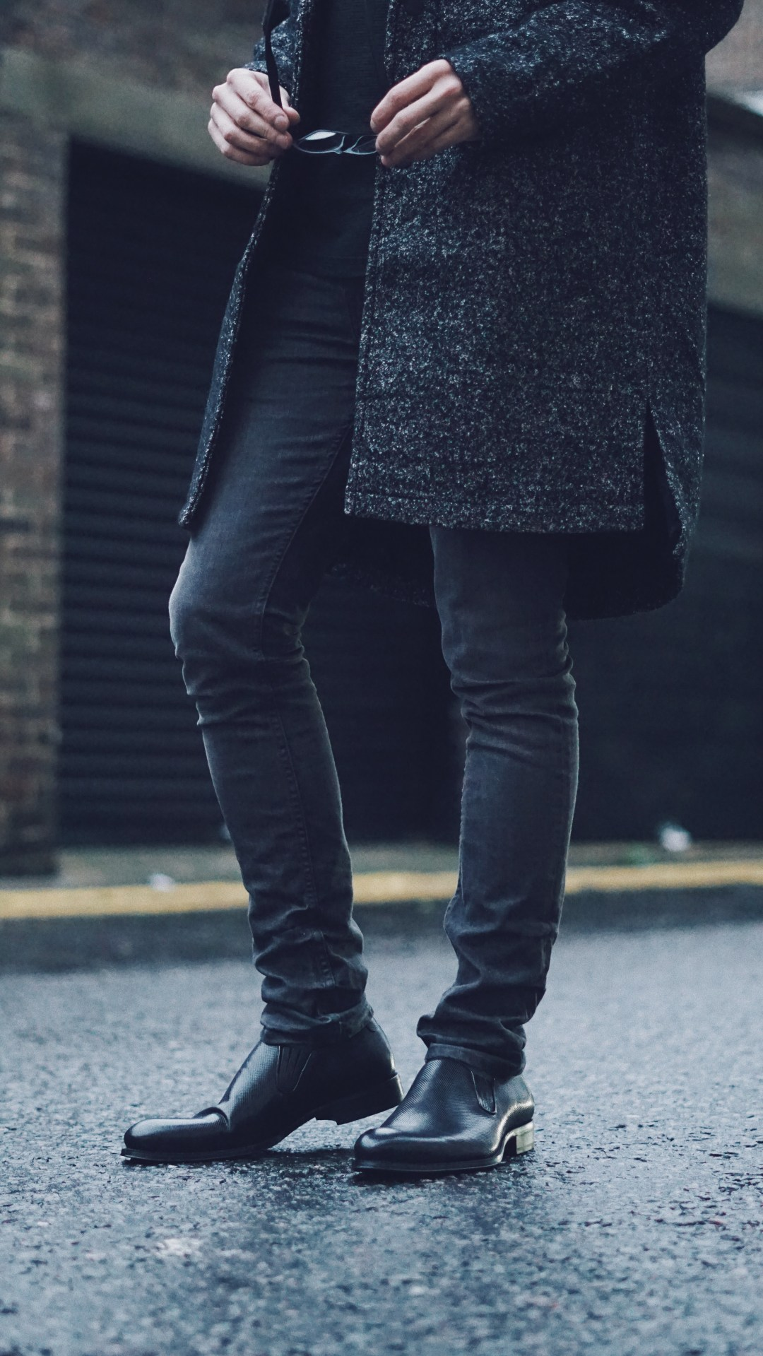 Classic Structured Coat from Bershka. Morar Cigarette Jeans from ALLSAINTS. Black Leather Loafers from Zara.