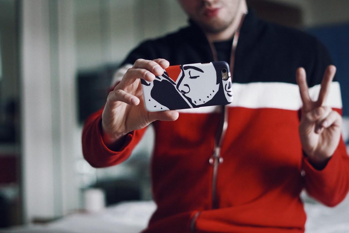 iPhone hard case from caseable. Kiss by MARK ASHKENAZI. Wearing Zara Cardigan. #RockTheCase