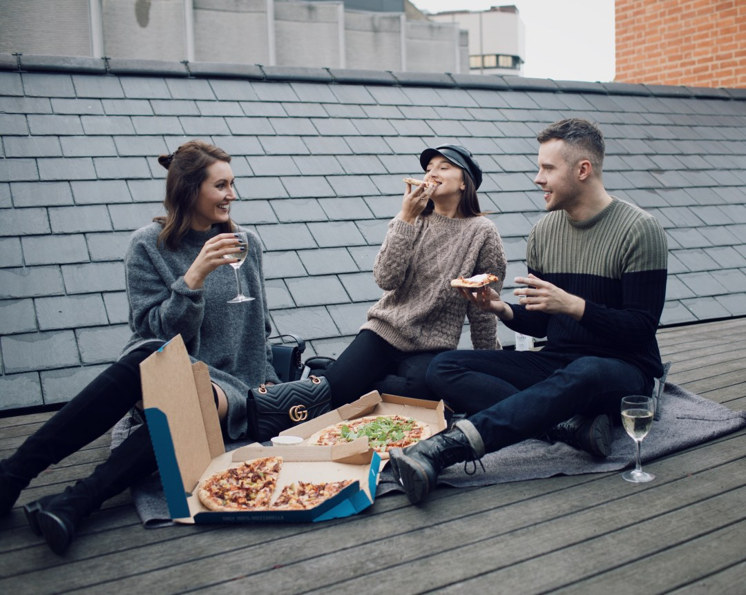 Wine and pizza party on the rooftop with Gabriele Gzimailaite (@Gabrielegz) and Justina Navickaite (@itsjustinejournal). Gallo Family Vineyards. Blog by Skirmantas Petraitis.