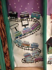 Christmas Train Door Decorations | www.indiepedia.org