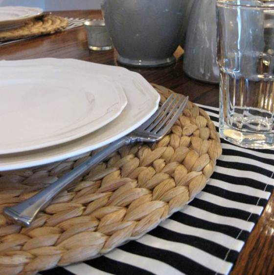 A simple holiday table setting     Mrs. Fancee