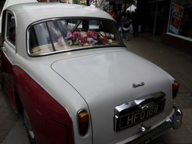 A fab car - and with flowers!