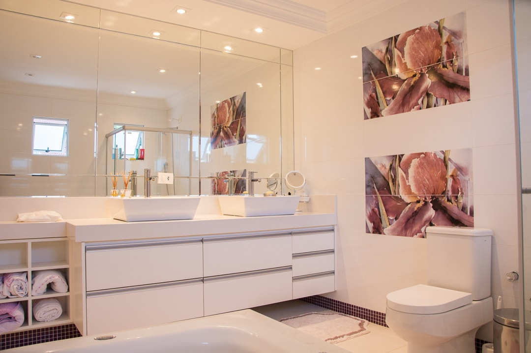 A photograph of the inside of a luxurious en-suite bathroom - Four Tips For A Luxurious En-Suite - Mrs H's favourite things