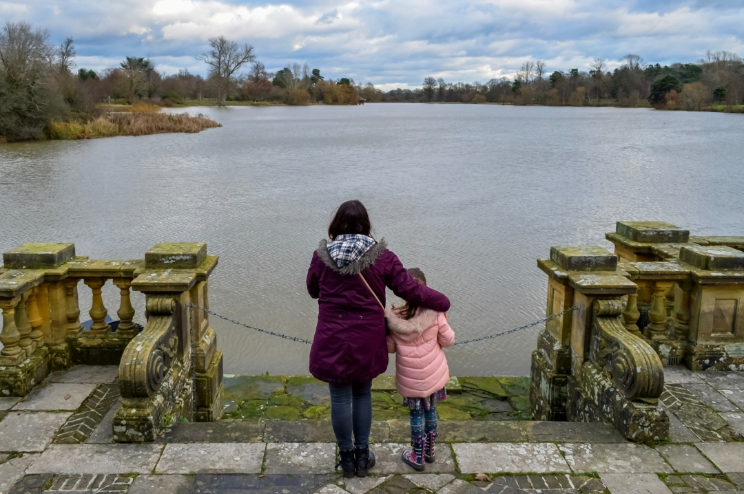 A photograph of a mother and daughter overlooking the lake at Hever Castle - 19 Goals for 2019 - Mrs H's favourite things