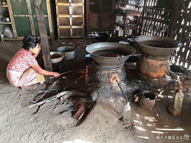 蒸餾中的棕櫚酒