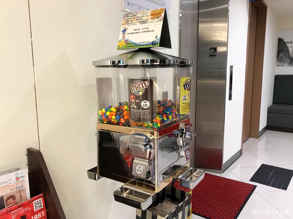 西悠飯店的糖果機