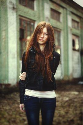 auburn hair, street style