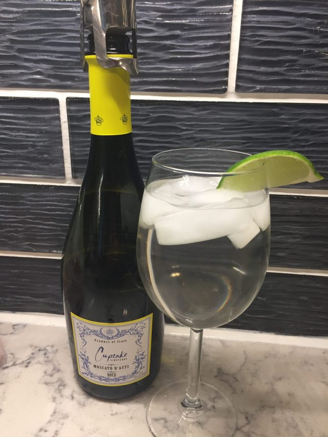 Weight Watchers friendly cocktail for summer: only 2 Smart Points per glass.