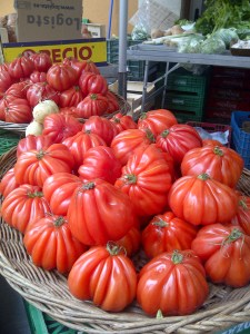 Image of tomatoes in a market
