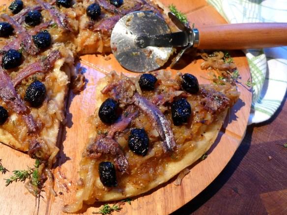 Image of pissaladière, sliced