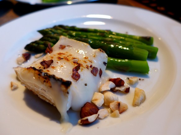 Image of goat's cheese and asparagus salad