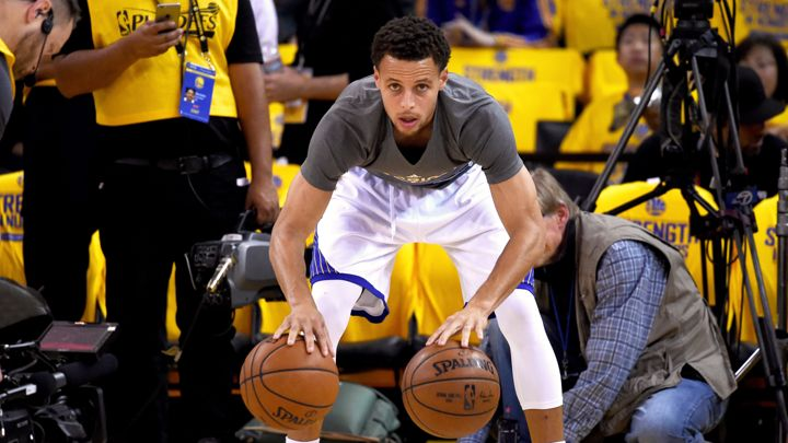 Stephen Curry dribbling two balls during pre-warmup