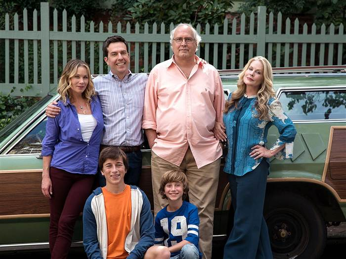 Lampoon's family photo from old cast and new 2015 cast