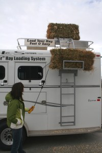 Bale Bucker loads bales on your trailer - welcome to ...