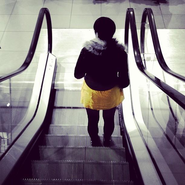20120222 Woman descends