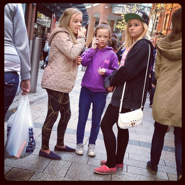 20121006 Young shoppers