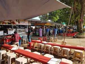 Food stalls at Girgaum Chowpatty - ample space for wheelchair